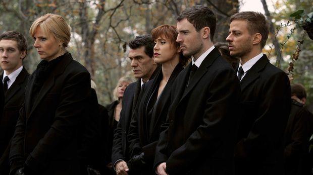 Der Tod ihrer Kollegin bedrückt das gesamte Team. © 2013 Tandem Productions G...