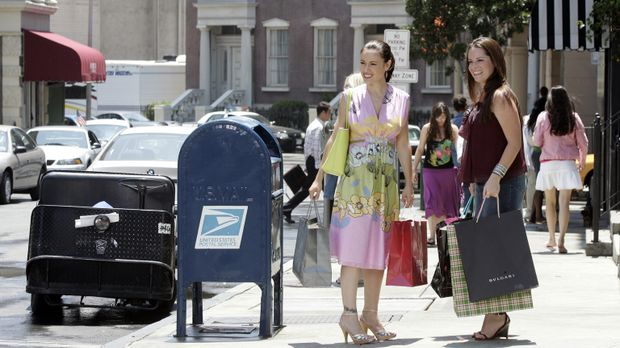 Paige, Phoebe (Alyssa Milano, l.), Piper (Holly Marie Combs, r.) und Leo geni...