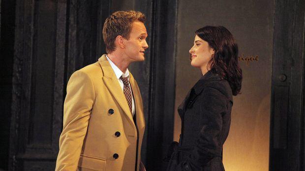 Als Robin (Cobie Smulders, r.) zögert, mit Nick Schluss zu machen, nimmt sich...