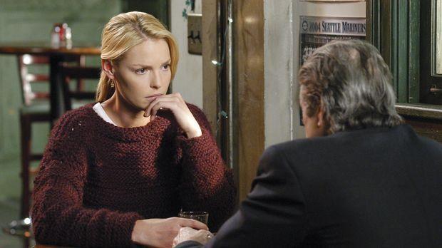 Izzie (Katherine Heigl, l.) bekommt Besuch von Dennys Vater (Fred Ward, r.),...