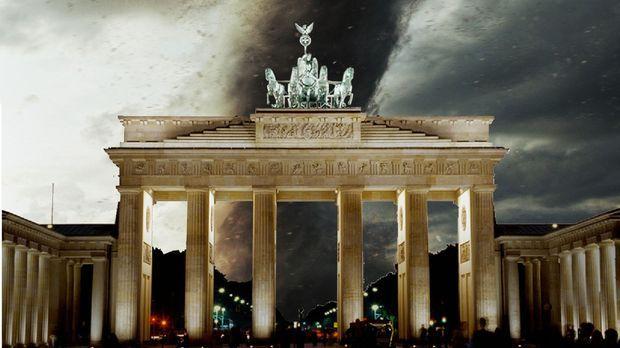 Hitzewelle in Berlin. Während die Bevölkerung noch den lauen Sommerabend auf...