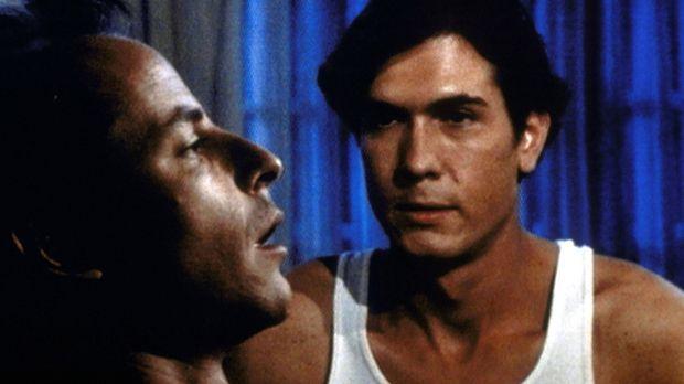 Erstmals betrachtet Paul (Joseph Culp, r.) seinen Bruder George (Tim Choate,...