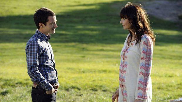 Ryan (Elijah Wood, l.) macht sich Sorgen um seine Mutter Catherine (Mary Stee...