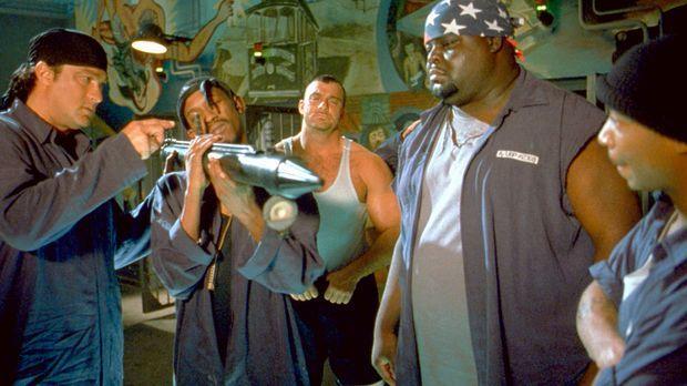 Dummerweise haben die Gangster die Rechnung ohne die Gefangenen, (v.l.n.r.) S...