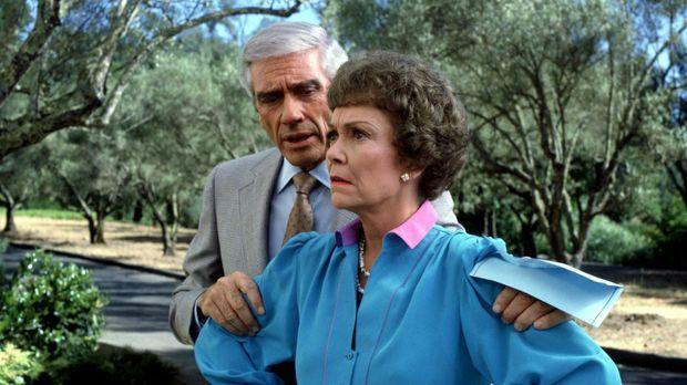 (3. Staffel) - Planen stets Böses: Angela (Jane Wyman, r.) und Philip (Mel Fe...