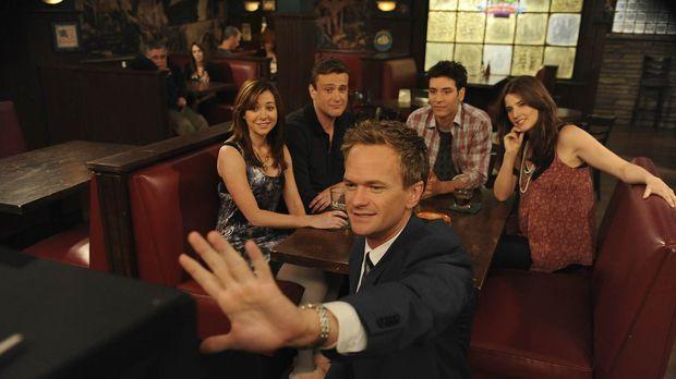 Ein Abend unter guten Freunden: Ted (Josh Radnor, 2.v.r.), Marshall (Jason Se...