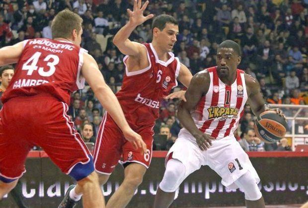 Nikos Zisis (M.) verlängert bis 2019 in Bamberg