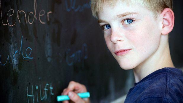 Junge-Tafel-iStockphoto - Bildquelle: iStockphoto