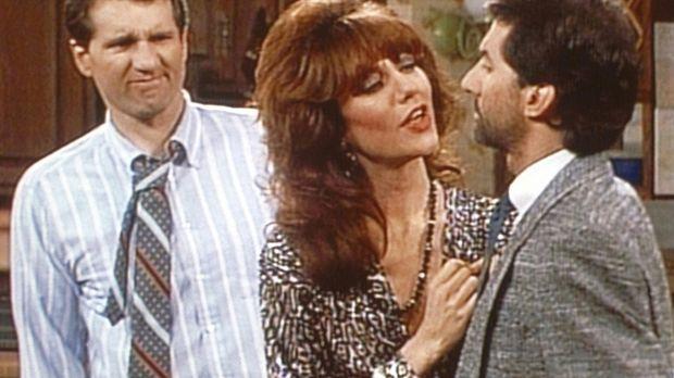 Al (Ed O'Neill, l.) und Peggy (Katey Sagal, M.) inspizieren Steves (David Gar...