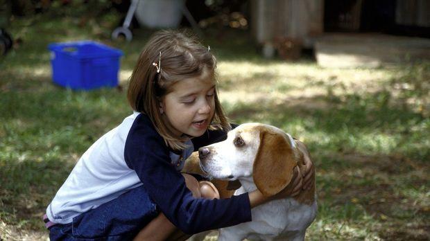 Nachdem sie ihren Vater in einen Hund verwandelt hat, nutzt Susanne (Sina Ric...