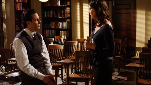 Lorelai (Lauren Graham, r.) trifft auf Max (Scott Cohen, l.) und ein Kuss zwi...