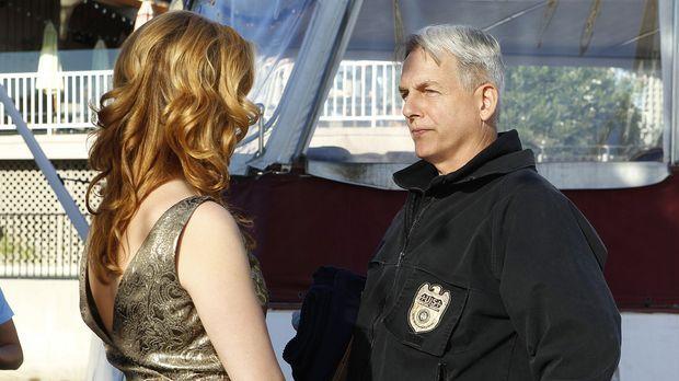 Special Agent Abigail Borin (Diane Neal, l.) die sich in den Fängen eines Bli...