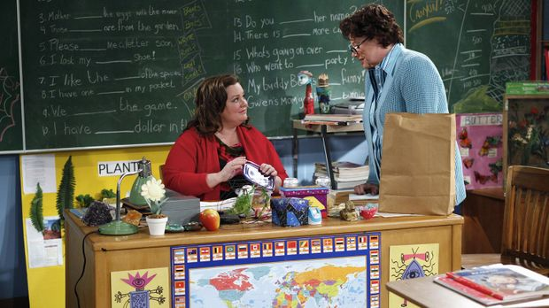 Molly (Melissa McCarthy, l.) ist völlig irritiert, weil Peggy (Rondi Reed, r....
