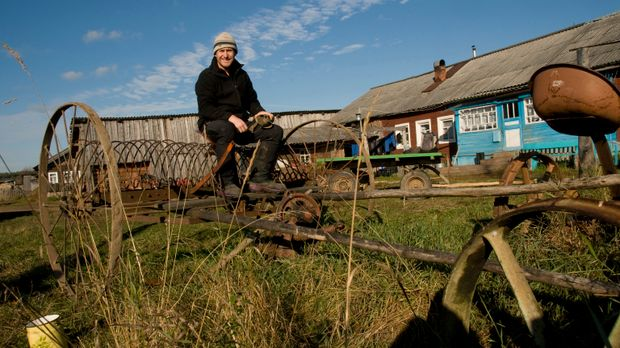 In Nordrussland besucht Bruce Parry das kleine Örtchen Nykhcha ... © Zubin Sa...