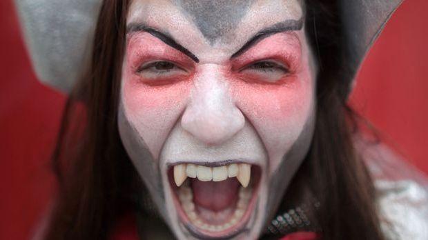 Vampirkostüm-dpa