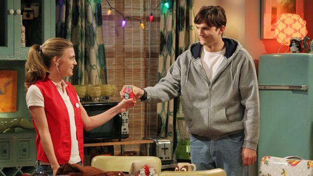 Walden (Ashton Kutcher, r.) alias Sam Wilson genießt sein neues Leben mit Kat...