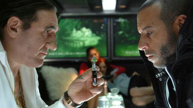 Mafia-Boss Gorsky (Gérard Depardieu, l.) unterbreitet Toorop (Vin Diesel, r.)...
