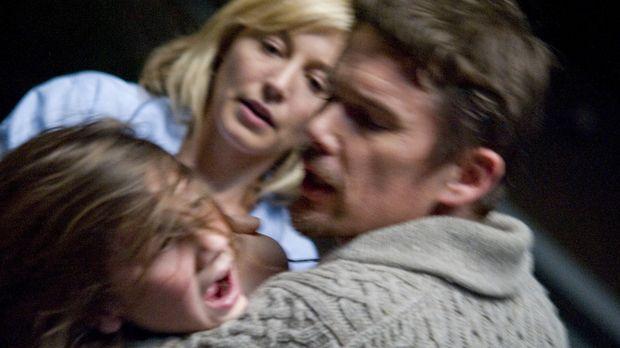 Ein Umzug als Neuanfang? Ellison (Ethan Hawke, r.) und seine Frau Tracy (Juli...