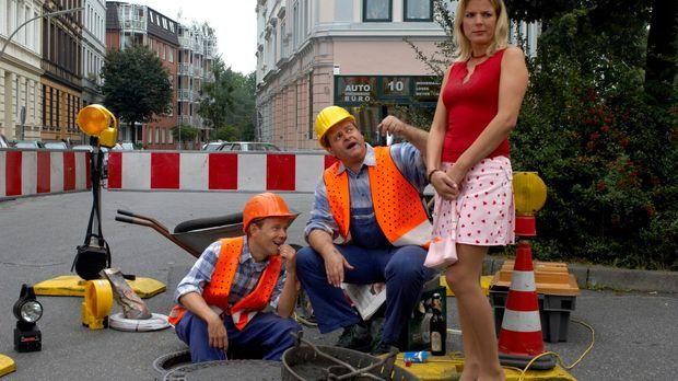 Die intellektuellen Bauarbeiter Markus (Markus Majowski, M.) und Mathias (Mat...