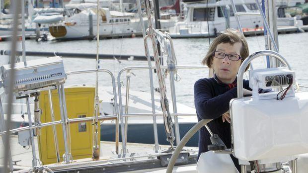 Hetty (Linda Hunt) kündigt ihren Job und versucht, sich an ein Leben nach der...