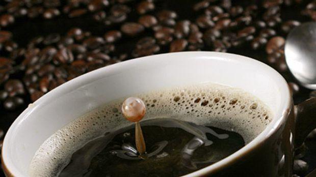Die Deutschen reisen gern- trotzdem genießen rund ein Drittel ihre Tasse Kaf...