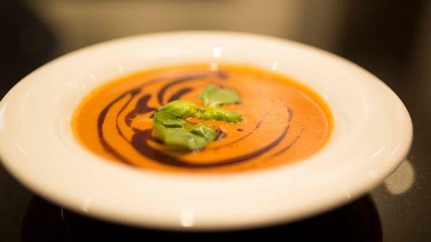 Sommergerichte_Erdbeer Kokos Chili Suppe als Gericht