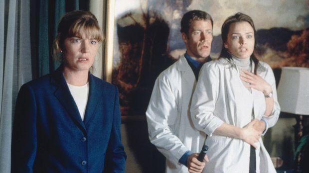 Kate Thornton (Barbara Tyson, l.), Rachel Harris (Dina Meyer, r.) und ihr Kol...
