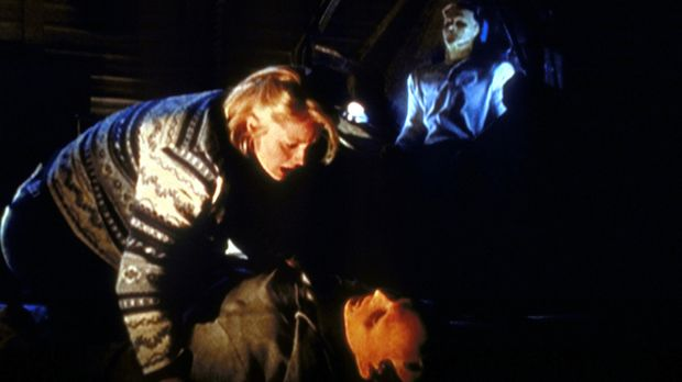 Sally McCoy (Teri Polo, l.) bangt um das Leben ihres Mannes, dessen Bewusstse...