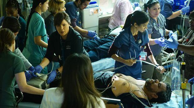 Als Jesse (Luis Guzman, vorne) einen Herzinfarkt erleidet, müssen Rorish (Mar...