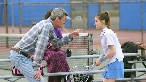Als Sue (Eden Sher, r.) es durch Zufall ins Tennis-Team schafft, soll Mike (N...