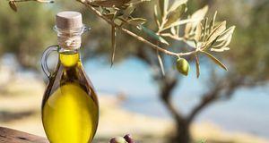 Olivenöl sorgt für die nötige Geschmeidigkeit, aber Vorsicht bei Kondomen.