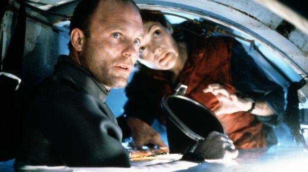 Ingenieurin Lindsey (Mary Elizabeth Mastrantonio, r.) und Brigman (Ed Harris,...