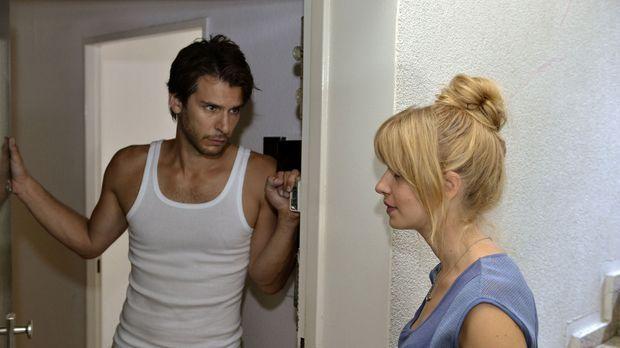 Mila (Susan Sideropoulos, r.) versucht alles, um Nick (Florian Odendahl, l.)...