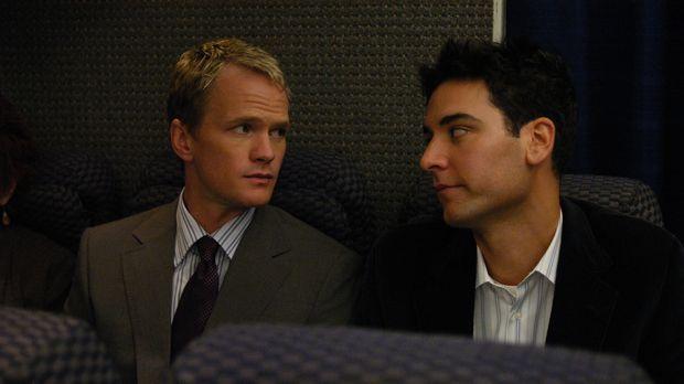 Barney (Neil Patrick Harris, l.) nimmt Ted (Josh Radnor, r.) mit zum Flughafe...
