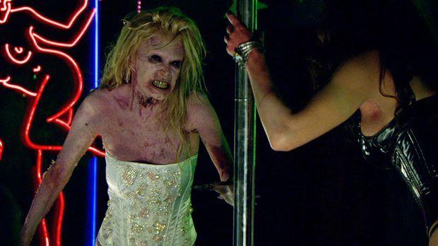Stripperinnen Kat (Jenna Jameson, l.) und Lillith (Roxy Saint, r.) verwandeln...