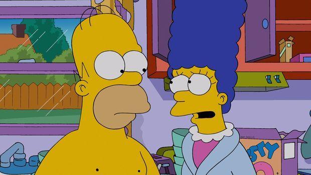 Marge (r.) macht sich große Sorgen um Homer (l.), weil er so ungesund lebt, u...