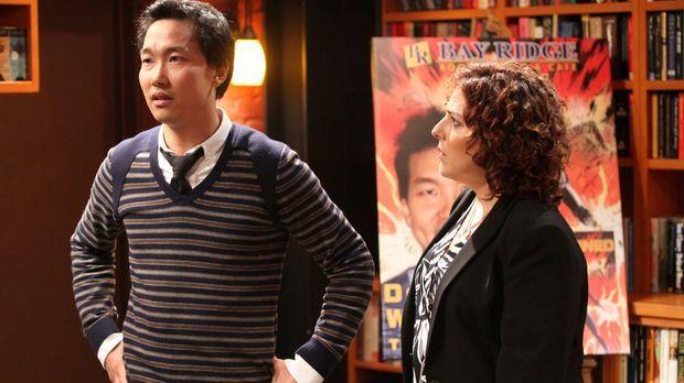 Damon Weavers (Eddie Shin, l.) Verlegerin (Rachael Leah Cohen) kann nicht gla...