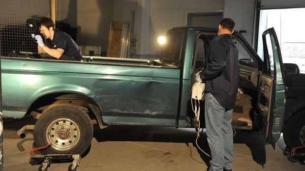 An der Oberfläche von Todd Ray's Truck entdecken die Kriminaltechniker Blutsp...