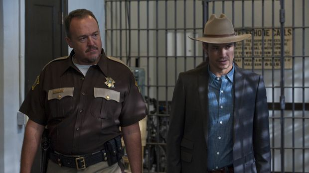 Sheriff Hunter Mosley (Brent Sexton, l.) bringt Raylan Givens (Timothy Olypha...