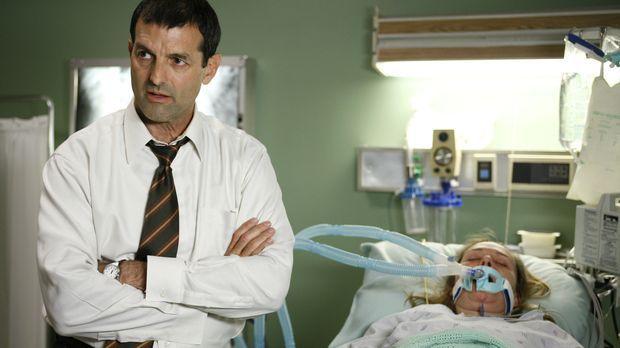 James (Mark Harelik, l.) ist besorgt um seine Frau Alison (Lucinda Jenney, r....