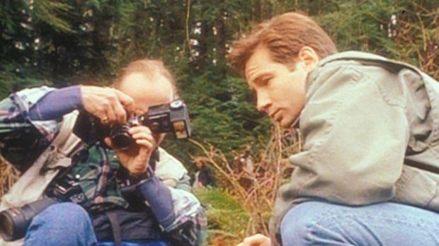 Fox Mulder (David Duchovny, r.) und der Hobbyfotograf Ansel Bray (R. Nelson B...