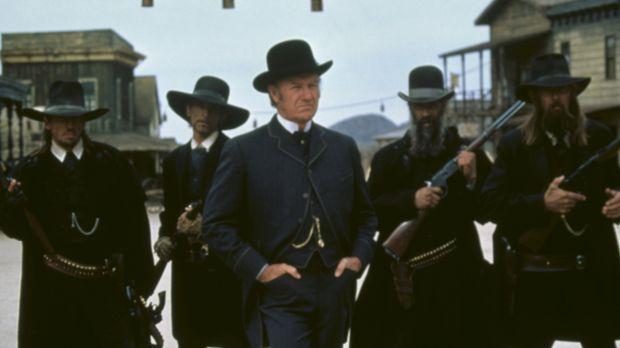 Der fiese Herod (Gene Hackman, M.) ist der selbsternannte Bürgermeister und S...