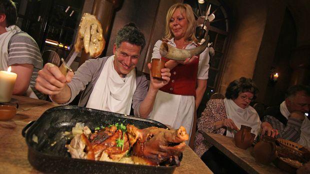 Crazy Food - Die verrücktesten Restaurants der Welt: Bob Blumer (l.) wandelt...
