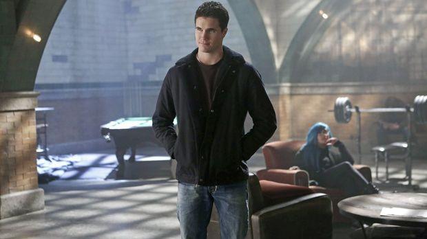 Stephen (Robbie Amell) muss, zum Wohl seiner besten Freundin, einem gefährlic...