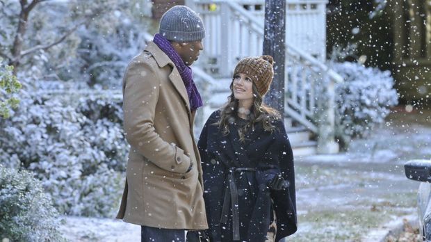 Noch freut Zoe (Rachel Bilson, r.) sich über den Schnee in Bluebell, obwohl L...