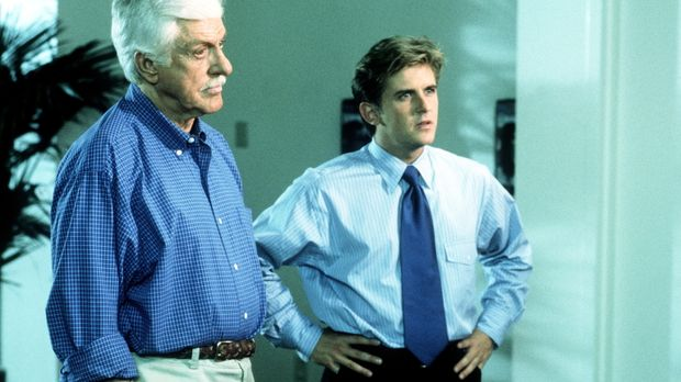 Mark (Dick Van Dyke, l.) und Jesse (Charlie Schlatter, r.) rätseln, wie es zu...
