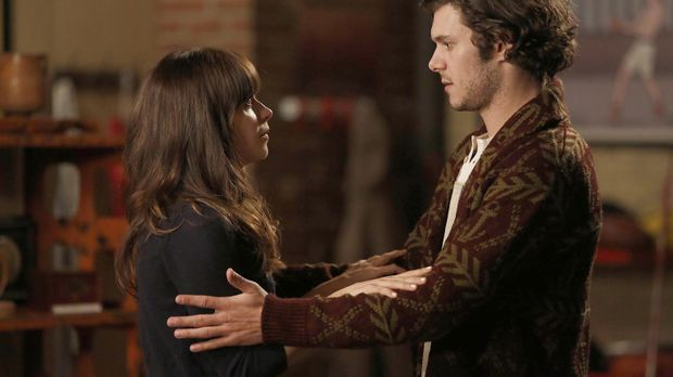 Um Nick etwas zu beweisen nimmt Jess (Zooey Deschanel, l.) Kontakt zu ihrem E...