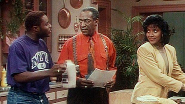 Clair (Phylicia Rashad, r.) schenkt Theo (Malcolm-Jamal Warner, l.) die Schok...