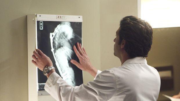 Derek (Patrick Dempsey) hat sich bereit erklärt, eine schwerwiegende Operatio...
