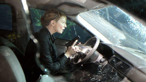 Det. Lilly Rush (Kathryn Morris) wird Opfer eines Mordanschlages ... © Warner...